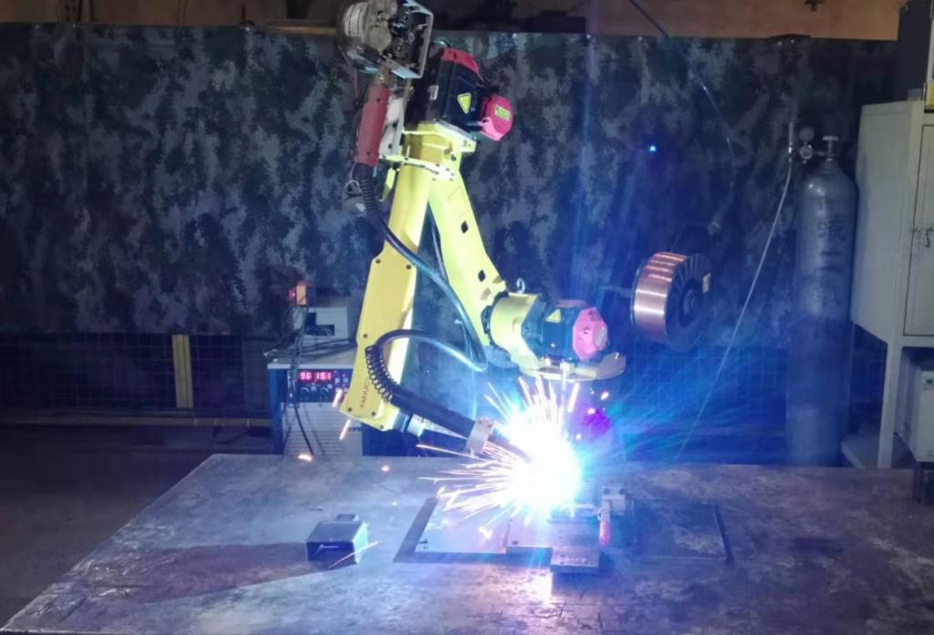 我司机械手焊接正式投入使用